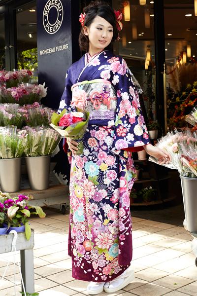 ☆紺紫地にカラフルな花尽くし振袖
