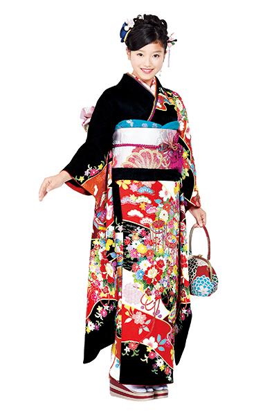 【No.MKK-018】★黒地に艶やか古典花と貝桶柄の豪華振袖