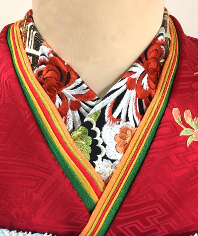 赤地振袖の襟元