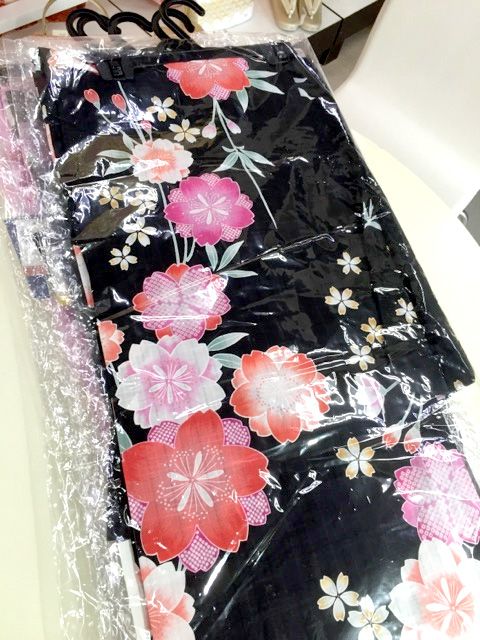 黒地に桜柄浴衣