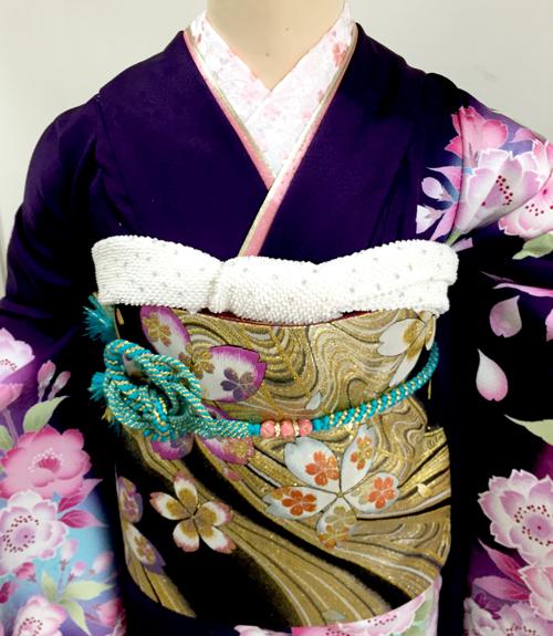 紫色の振袖 襟元
