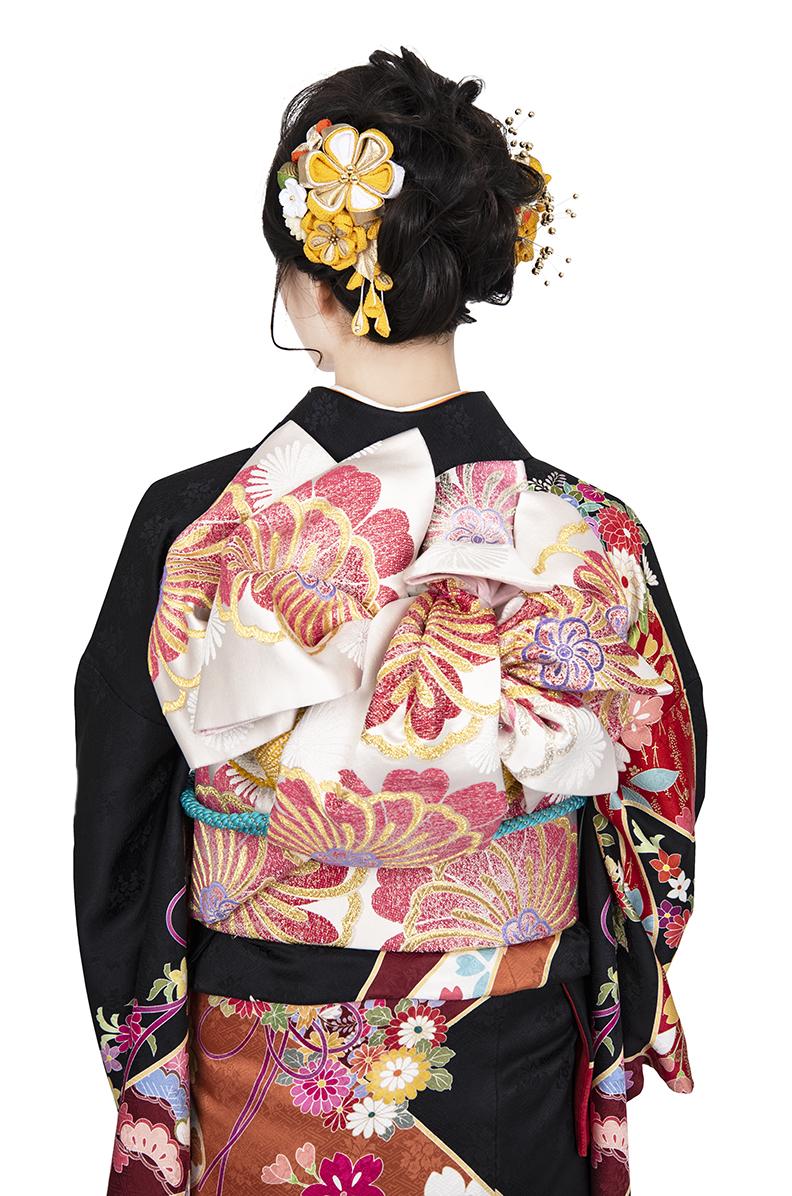 【MKK-018】黒地に艶やか古典花と貝桶柄の豪華振袖